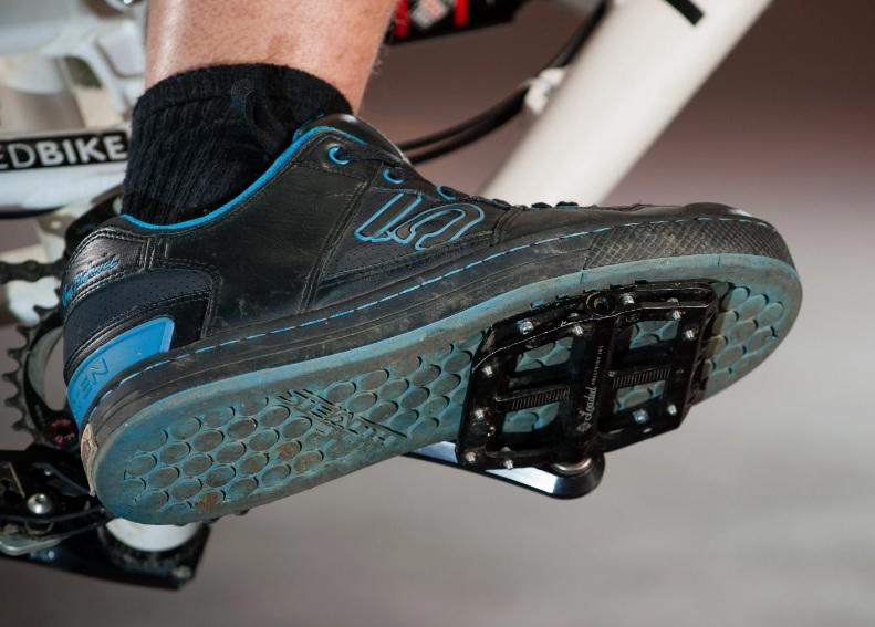 5150c2f861111 Il lavoro in simbiosi di un buon pedale flat e di una buona scarpa per  pedale flat